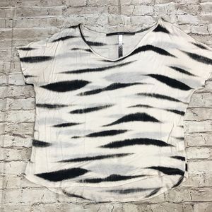 Kensie Short Sleeve T-shirt. Asymmetric hi-lo hem